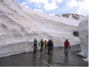 zwischen hohen Schneemauern zum Galibier