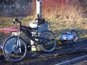 Mountainbike und Monoporter, in aller Eile im letzten Sonnenlicht aufgenommen.