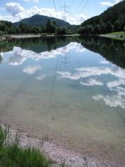 Der örtliche Badesee auf dem Mieminger Plateau, Tirol