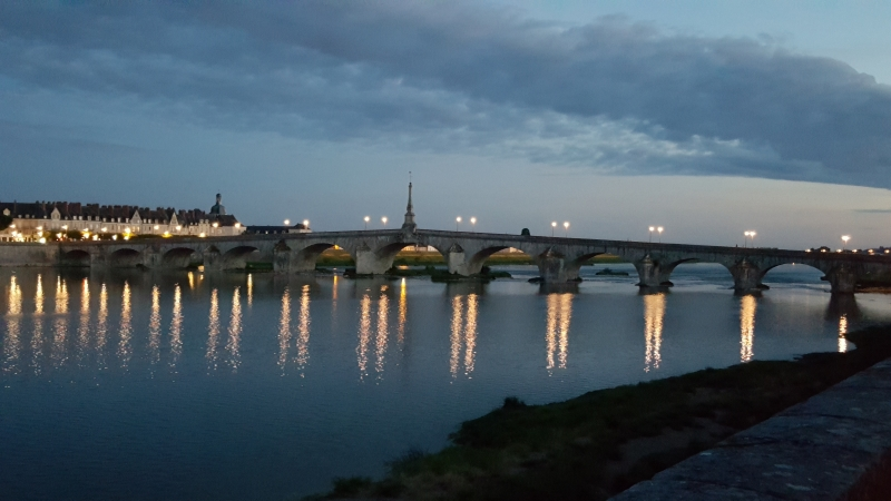 Brücke über die Loire bei Blois