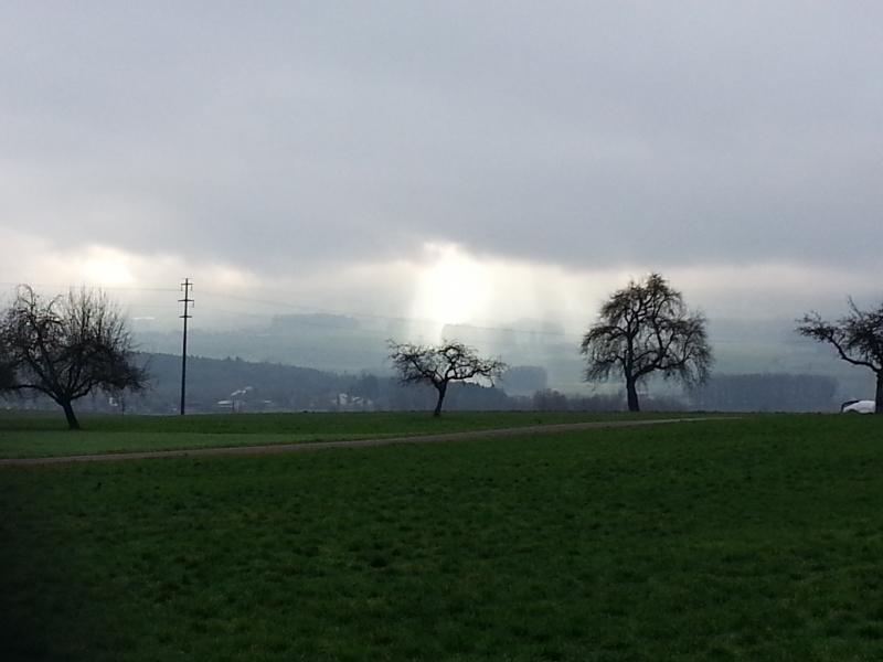 Sonne und Nebel über dem Bünztal