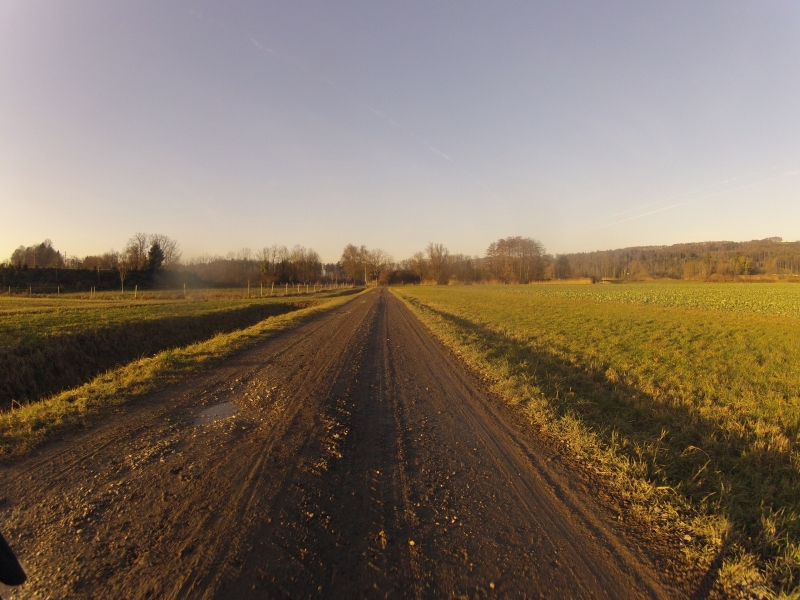 Auf Schotterwegen im Reusstal