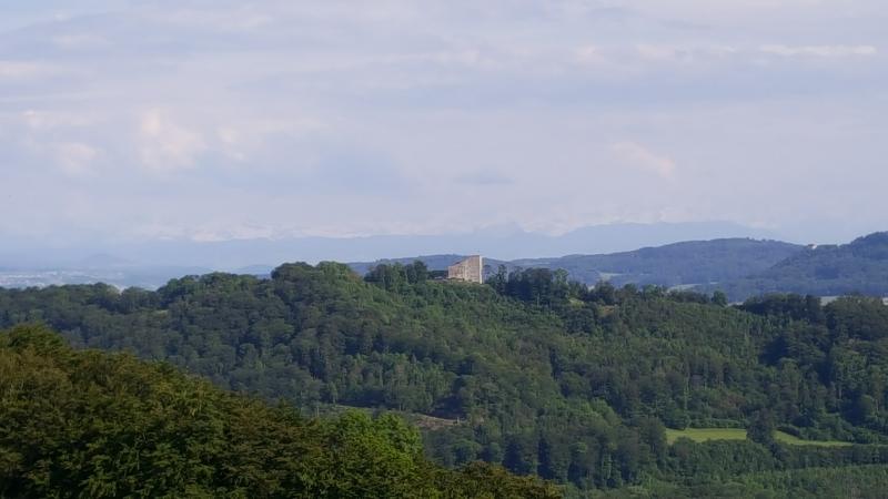 Habsburg vom Bözberg her gesehen