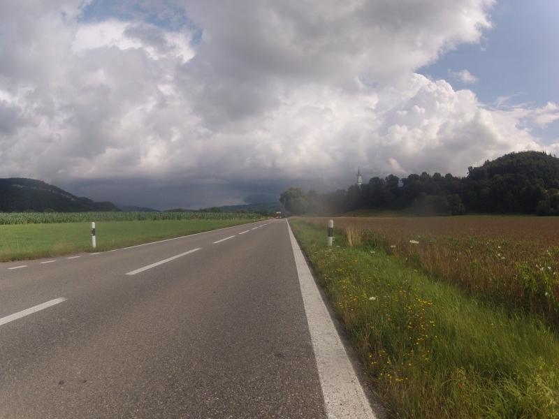 Dunkle Wolken am Hintergrund
