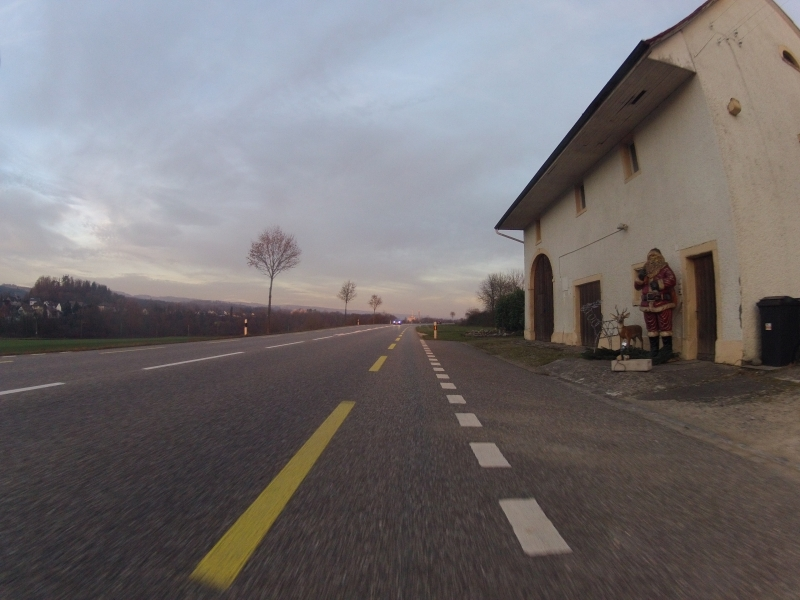 Dämmerung entlang des Rheins