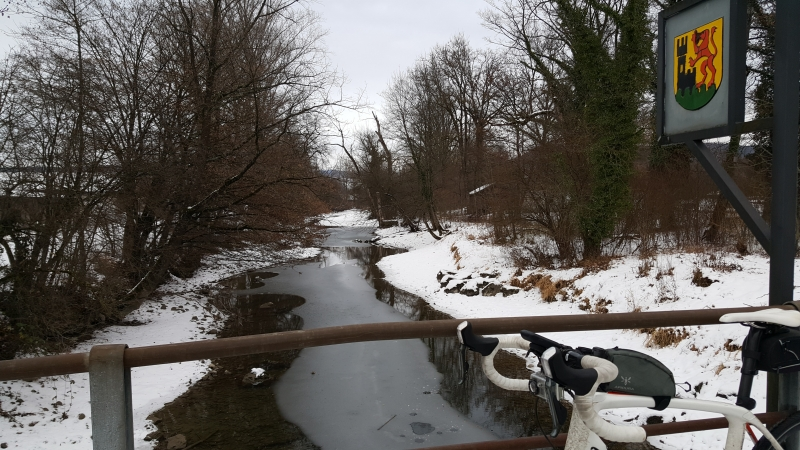 Eisiger Nebenfluss der Aare