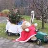 Weihnachtsmann auf dem Traktor
