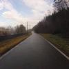 Auf nassen und schattigen Radwegen dem Rhein entlang