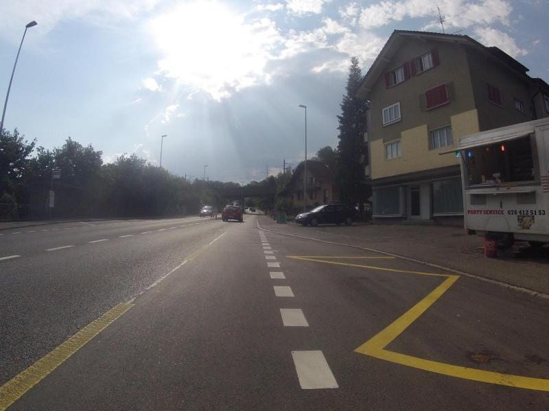 Auf der Bözbergstrasse unter die Gewitterwolke