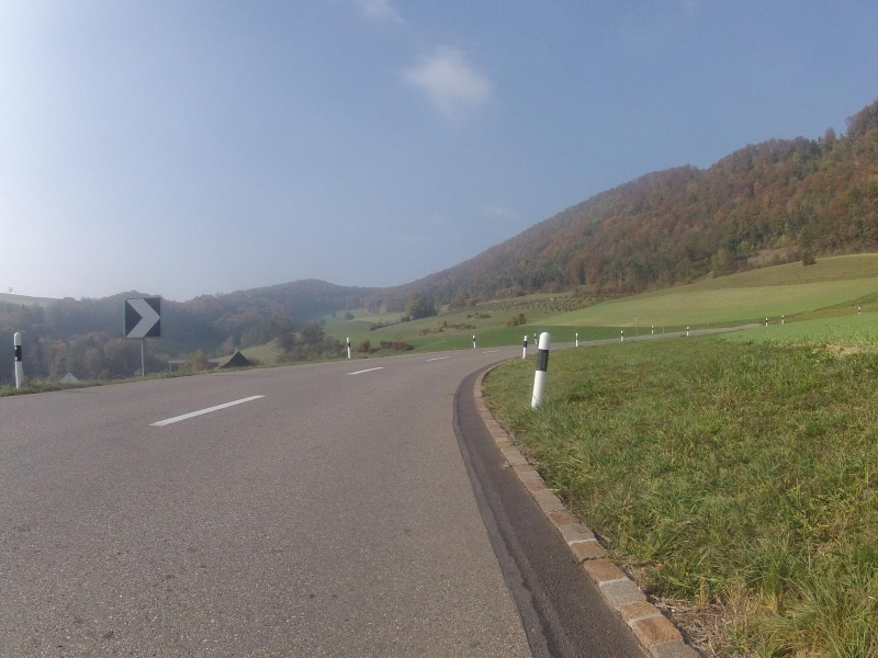 Staffeleggstrasse im Schenkenbergertal
