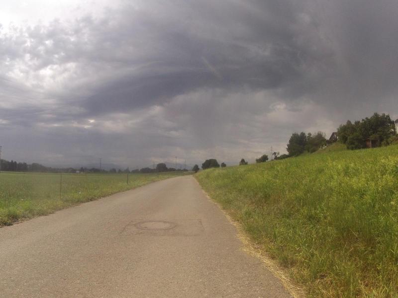 Regen über dem Reusstal