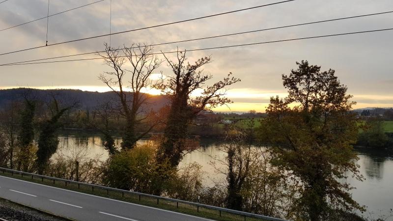 Dämmerung über dem Rhein