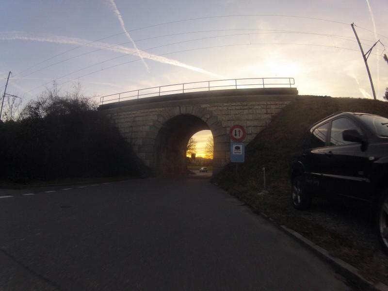 Sonnenuntergang an der Bahnunterführung