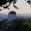 Schloss Wildegg, dahinter Aaretal