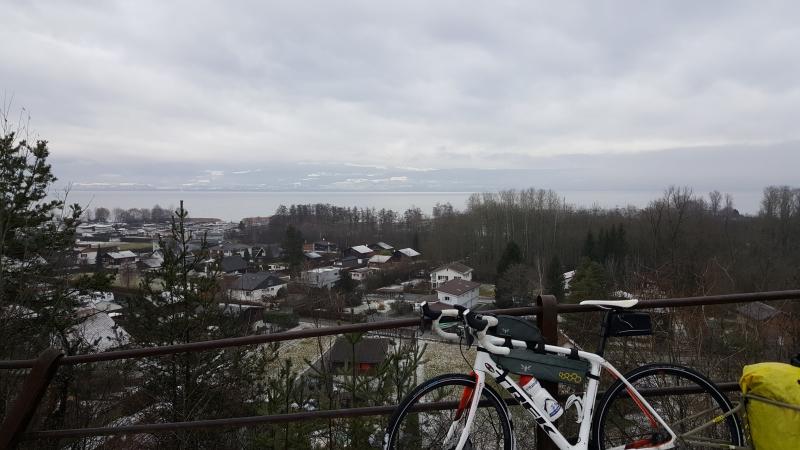 über dem Neuenburgersee