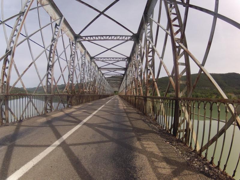 Brücke über den gestauten Rio Gallego
