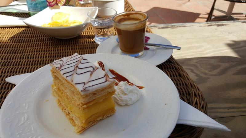 bei Kaffee und Kuchen