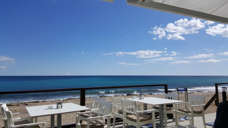 Blick aufs Meer während Mittagessen