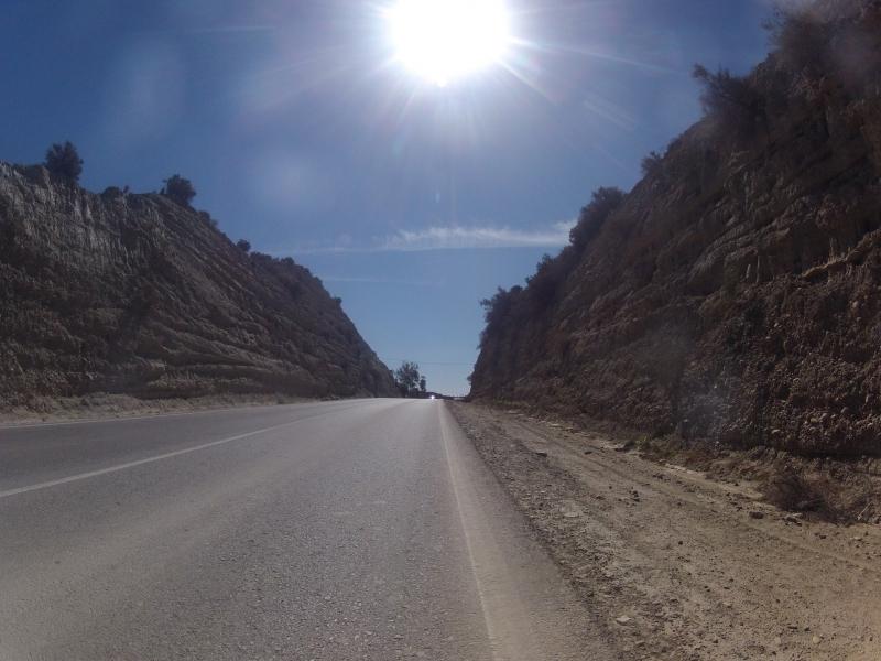 Strasse durch den Hügel
