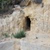 Höhleneingang mit Wasserfassung