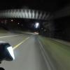 Fussgängerbrücke bei Nacht