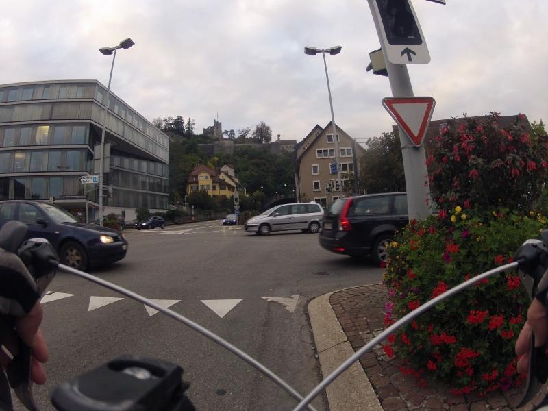 Schulhausplatz mit Ruine Stein in Baden