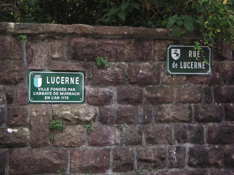Die Verbindungen zu Luzern sind deutlich sichtbar, hat doch Luzern wesentliche Beiträge zur Erhaltung der verbliebenen Mauerteile der Kirche in Murbach beigetragen