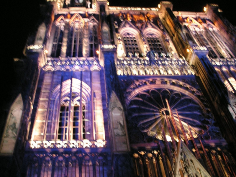 """Beleuchtetes Münster in Strasbourg, während der Aufführung von """"son et lumière"""""""
