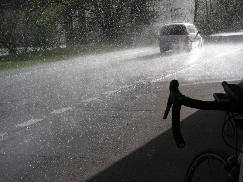 Platzregen mit Hagel und Sonnenschein
