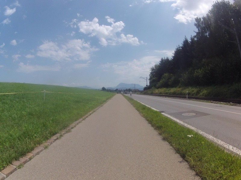 Radweg zwischen Hochdorf und Ballwil mit Blick zur Rigi