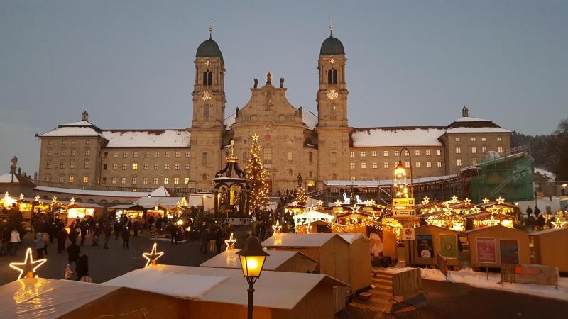 Weihnachtsmarkt vor dem Kloster Einsiedeln