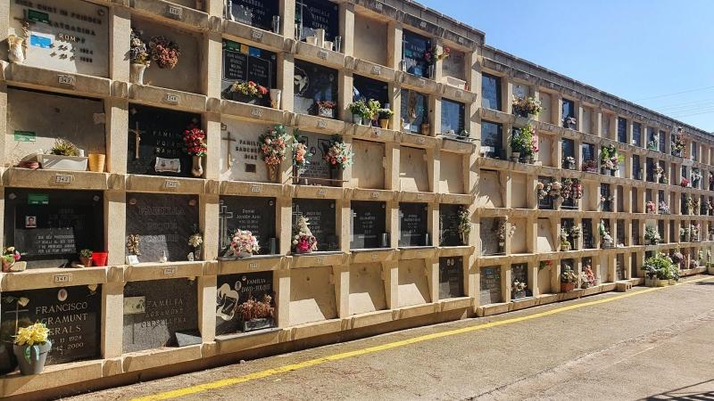 Urnenwand im Friedhof von Cambrils