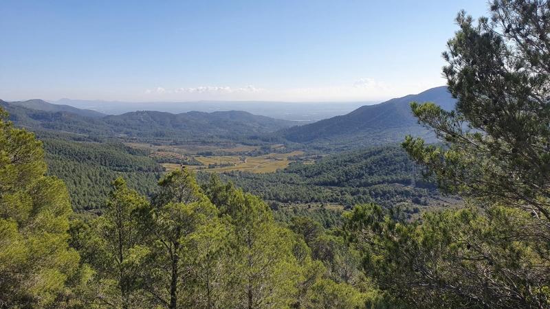 Blick über die Ebene während Aufstieg nach La Mussara