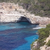 Bucht mit Höhle