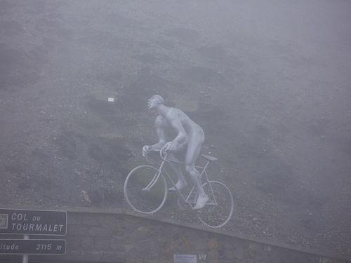 Tourmalet bei strömendem Regen und dichtem Nebel
