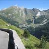6. Etappe: Abfahrt vom Aubisque. Im Hintergrund, wie mancherorts in den Pyrenäen: eine Skistation