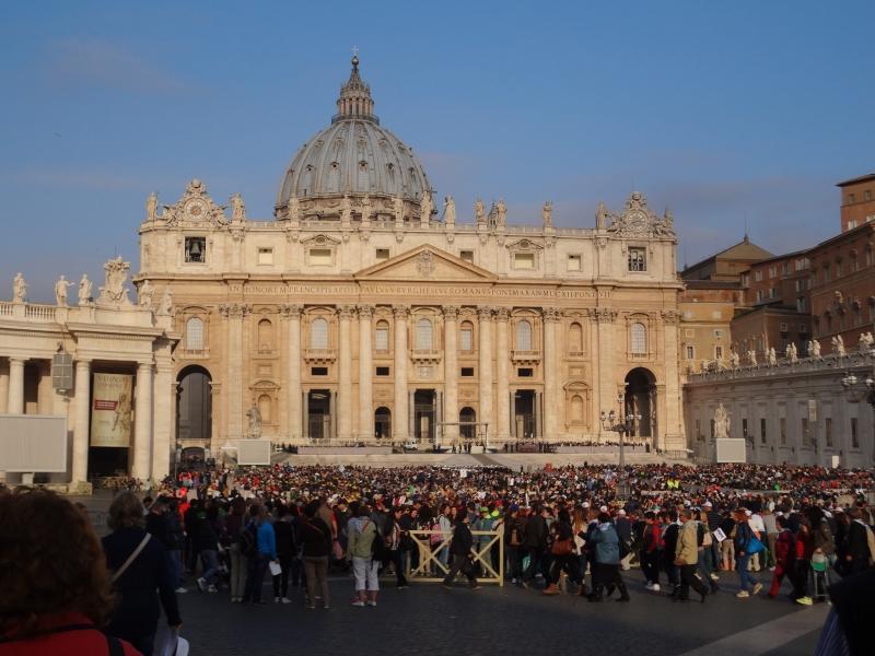 Petersplatz wartet auf die Audienz mit Papst Franziskus