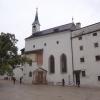 Platz vor der Kirche in der Festung