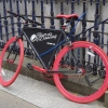 Rotes Fahrrad zur Reklame