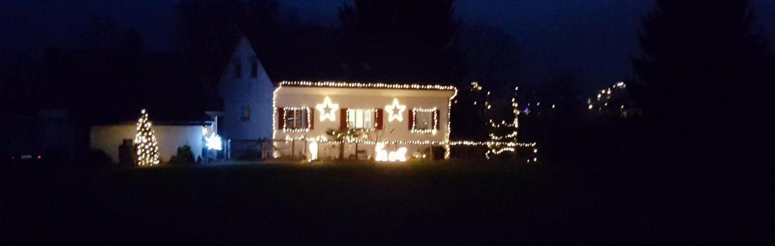Weihnachtsdeko am Bauernhaus