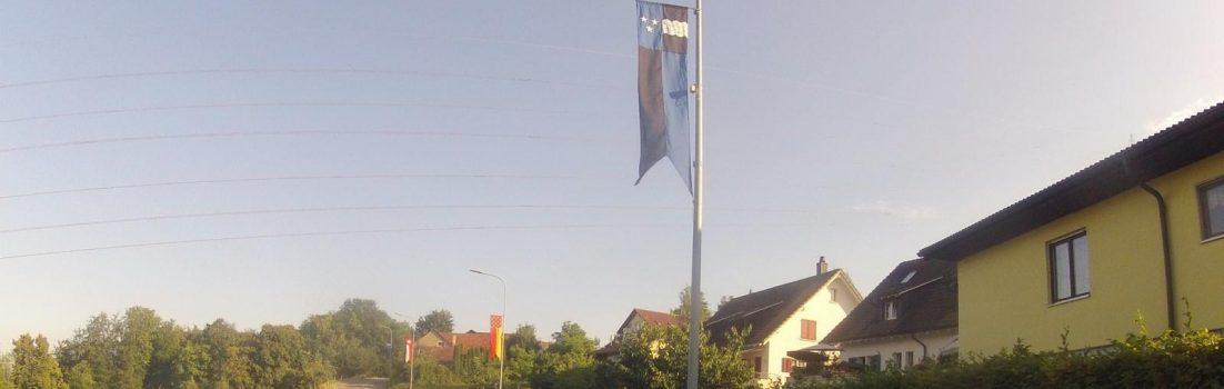 Fahnenschmuck in Böttstein