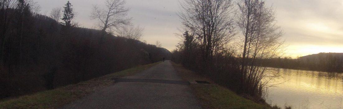 der abendlichen Aare entlang