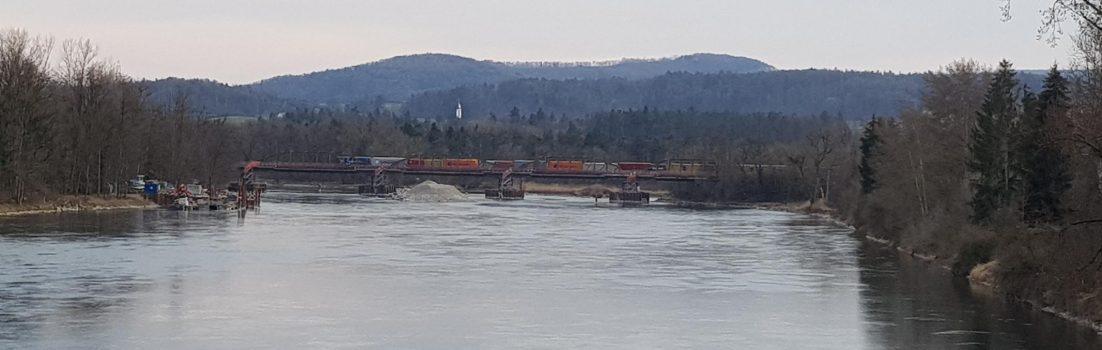 Aare mit Güterzug