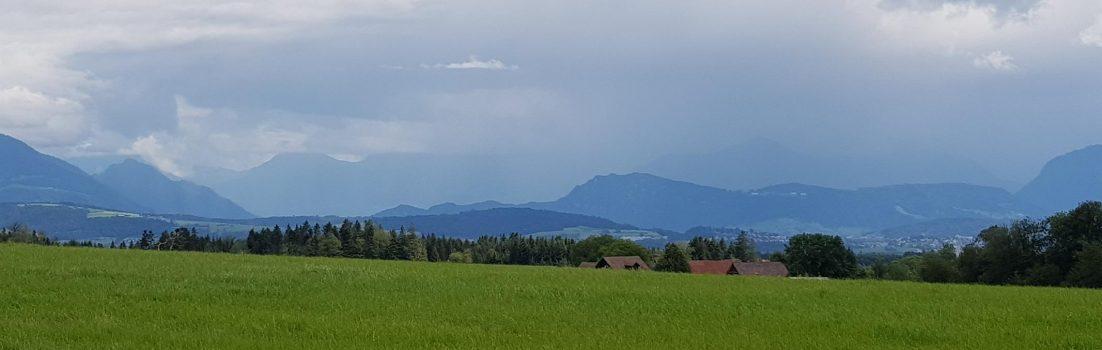 Blick zu den verregneten Alpen